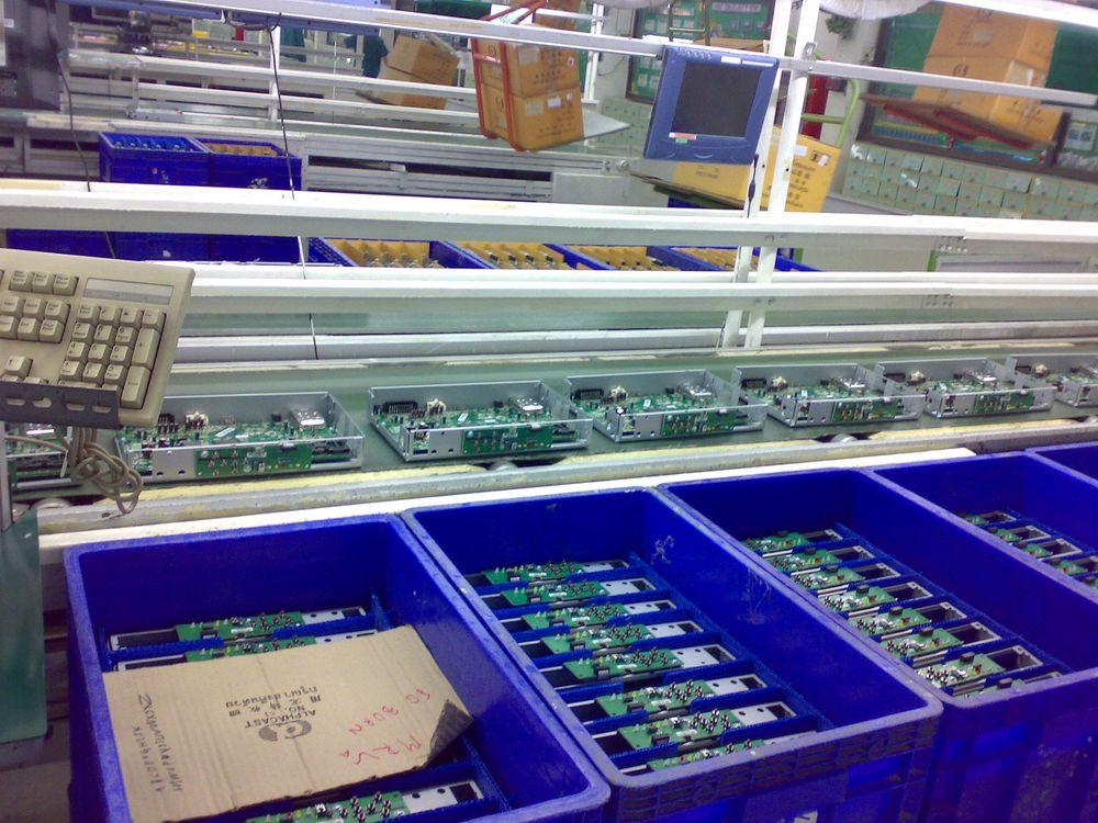 Fabrikken snur på hælen og setter i gang med å produsere dekodere.