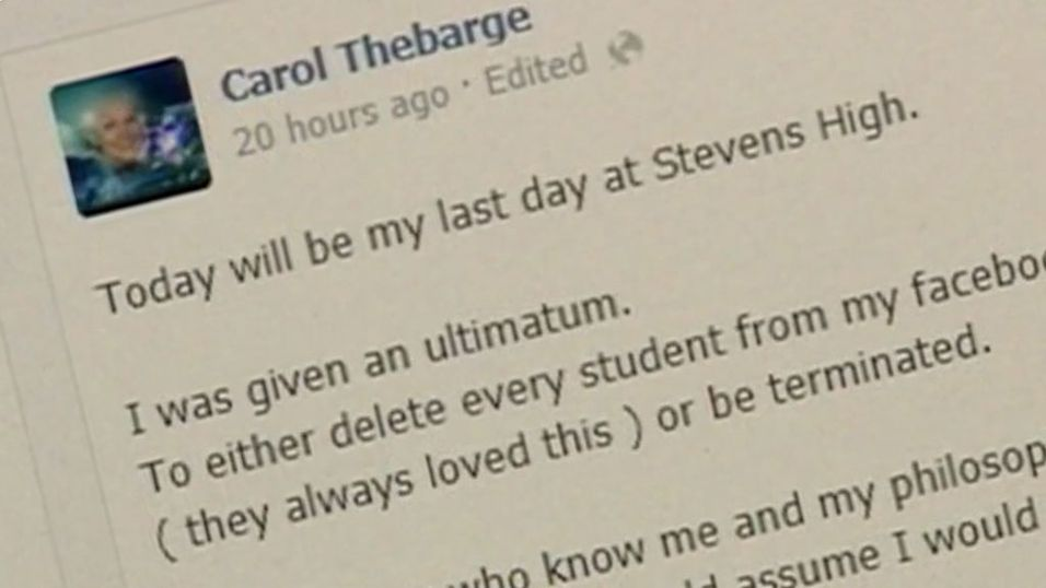 Sparket lærer fordi hun hadde elever som Facebook-venner
