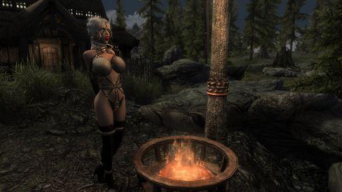 Med Devious Devices får du fullt BDSM-utstyr, fra kyskhetsbelter til munnbind. (Bilde: Loverslab.com).