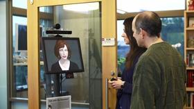Microsoft er blant de mange som jobber med teknologi som kanskje kan bestå den nye «Turingstesten». Dette er selskapets nye digitale assistent «Monica».