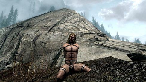 Med Devious Devices - Males Addon får også mannfolk lov til å ikle seg kinky utstyr. (Bilde: Loverslab.com).