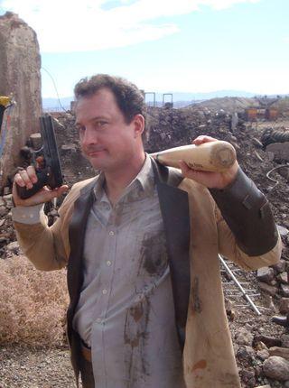 Chris Avellone er kreativ regissør i Obsidian Entertainment og har stått bak utviklingen av blant annet Fallout: New Vegas, Neverwinter Nights 2, og Planescape: Torment. Her avbildet på innspilling av den fanproduserte nettserien Fallout: Nuka Break. (Bilde: Facebook.com).