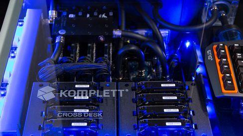 Hver av de to maskinene har 16 terabyte med SSHD-lagring, fordelt over fire disker, i tillegg til sine egne SSD-er.