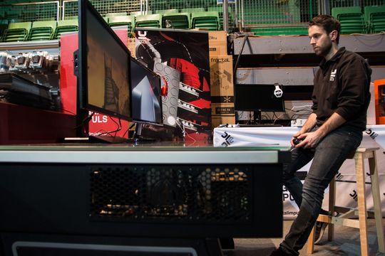 Haakon Jensen i Digital Impuls har bygd deres supermaskin, som han mener gir deg alt du trenger – en Xbox til spilling, og en spillmaskin som er kraftig nok til å jobbe med.