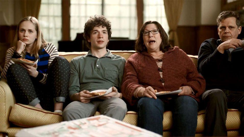 Lei av å se på TV med mor og far?