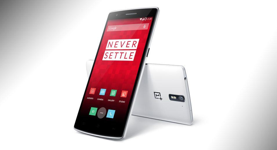 OnePlus One har fått mye skryt, men er kronglete å få tak i. Selskapet undersøker nå hvorfor en av telefonene har eksplodert mens den lå i eierens lomme.