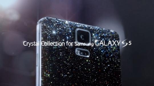 Slik ser den glitrende baksiden av telefonen ut. .