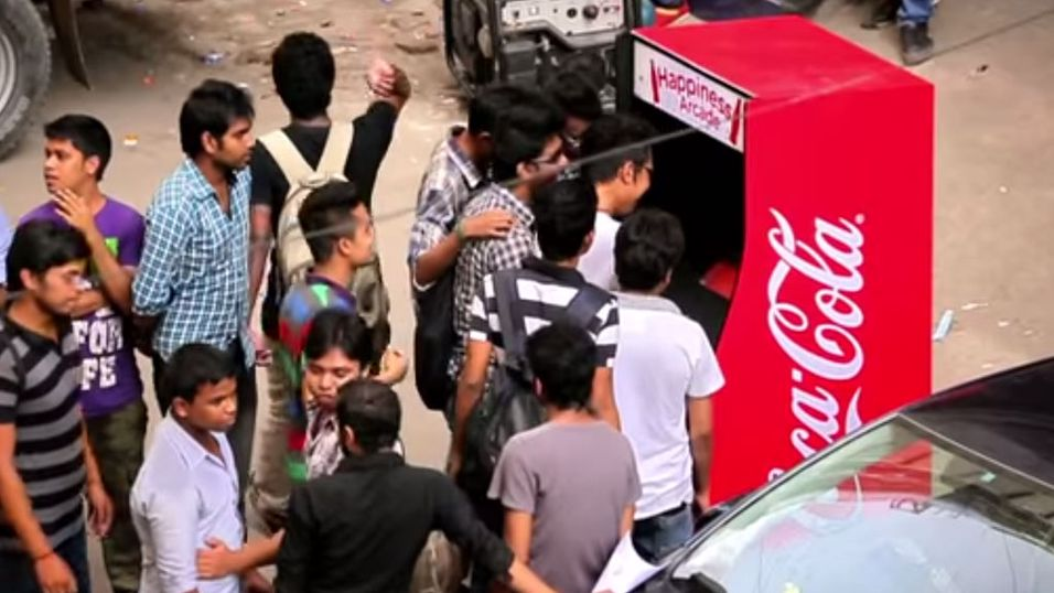 Coca Cola fikk en fiks idé for tomflaskene