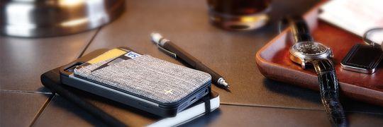 +Wallet gjør det samme som mange vanlige deksler. Den kombinerer lommeboka og telefonen til én enhet.