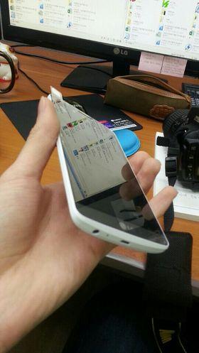 Skal vi dømme ut fra dette bildet blir også LG G3 en telefon med svært smale rammer rundt skjermen.