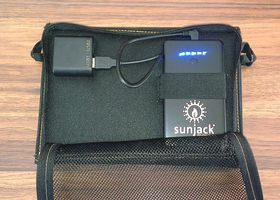 SunJack 14 W i beskyttelsesesken sin.