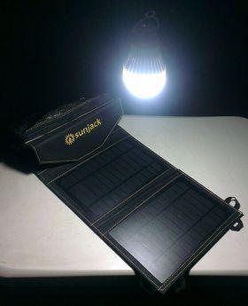 Man kan også få tak i egne 2,5-watts pærer som kan kobles til SunJack via USB.