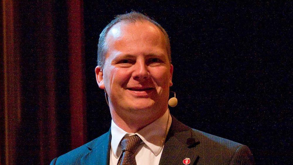 Solvik-Olsen lover å lytte til telebransjen