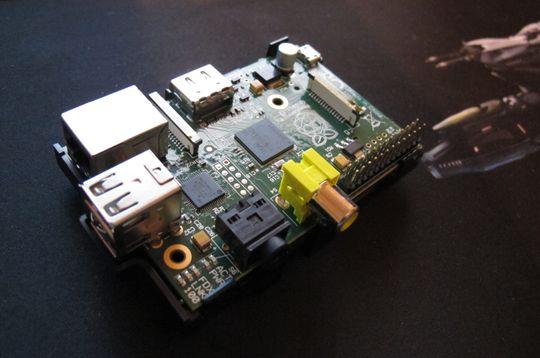 Raspberry Pi er ikke større enn et kredittkort.