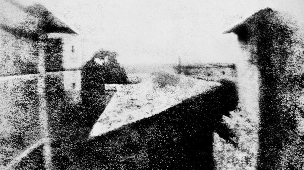 Det første foto: Utsikten fra viduet i Le Gras