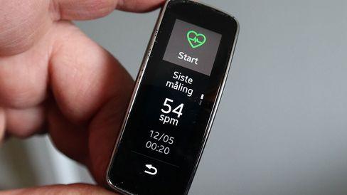 Den innebygde pulsmåleren fungerer alene eller sammen med en trenings-app.