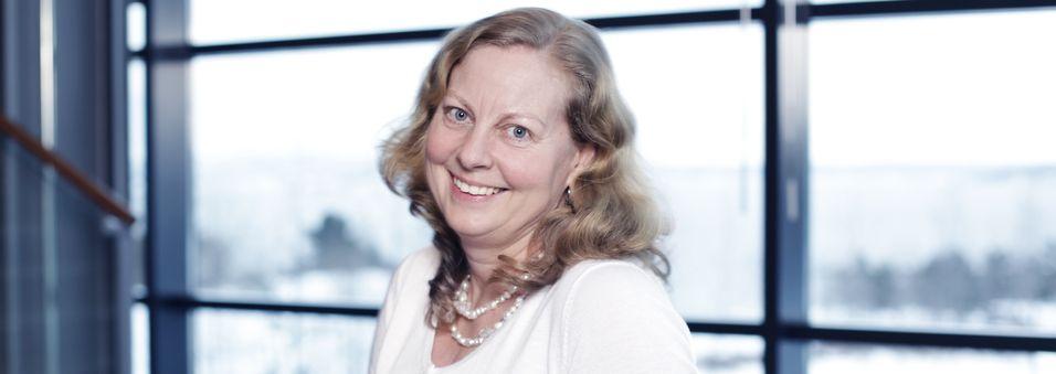 Administrerende direktør Berit Svendsen i Telenor Norge tror LTE og rimelige smarttelefoner kan gi Internett til alle - også i utviklingsland.