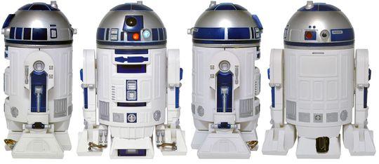 R2-D2-projektoren sett fra fire forskjellige sider.