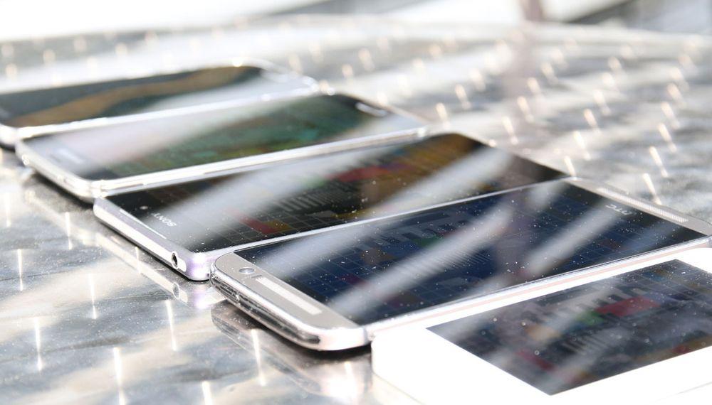SAMLETEST: Så gode er mobilene i sollys