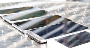 Hvilken mobil fungerer best i sollys?