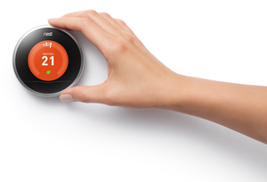 Google kjøpte i januar opp Nest Labs, en produsent av intelligente termostater som kan styres fra mobil.
