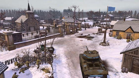 En vinterkledd fransk landsby, basert på slaget i Ardenne (Skjermbilde: Relic Entertainment).
