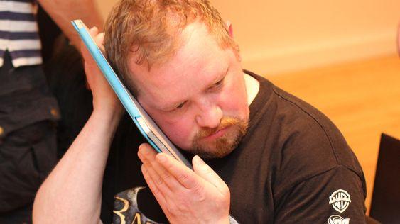 «My precious ...» Nei, da. Hardware.nos Vegar Jansen sjekker bare om Surface Pro 3 blir varm. .