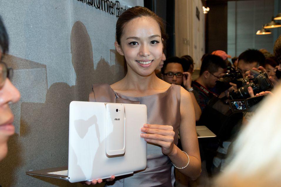 Asus' nye Transformer Book kombinerer nettbrett, PC  og  mobiltelefon