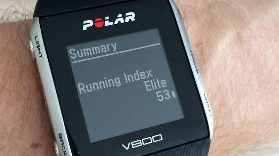 Løpsindeksen regnes ut etter løpet basert på en kombinasjon av alder, puls og fart, og i V800 tas det også hensyn til om du løper i oppover- eller nedoverbakker. Undertegnede er visstnok i god form til å være godt oppe i 40-årene, hevder klokken. Hvorfor jeg hele tiden blir forbiløpt må altså ha en annen forklaring. .