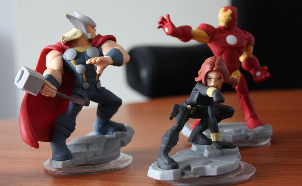 Thor, Iron Man og Black Widow er figurene som følger med i den nye startpakken, og slik ser de ut.