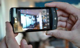 LG ble med på Windows Phone-laget på nytt igjen tidligere i år. Her er LG Optimus 7, en av de første Windows Phone-mobilene på markedet.