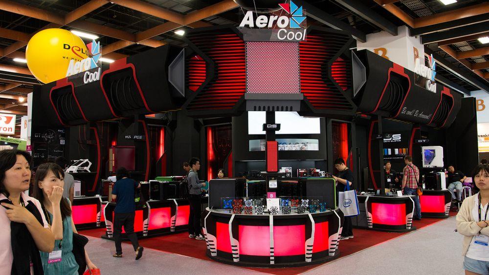 Prangende paviljonger med masser av lys, lyd og farger er nødvendig for å skille seg ut i mengden – det har blant annet Aerocool forstått.