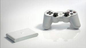 I Japan finnes PlayStation TV i hvitt. Her ved siden av en PlayStation 3-kontroller.