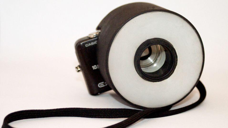 Slik lager du en enkel «ringblits» til kompaktkameraet