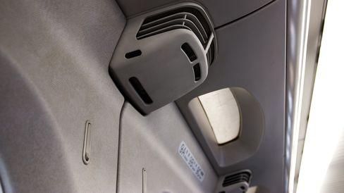 Stillegående klimaanlegg til hver seterad sørger for at temperaturen alltid er mest mulig behagelig for de reisende.