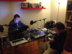 Ukens podkast ble også sendt direkte på Twitch. Dette er et illustrasjonsbilde fra studio. (bilde: Rad Crew).