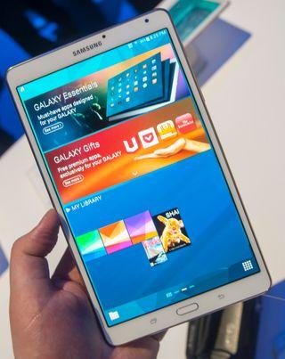 Lillebror Galaxy Tab S er akkurat like kraftig og høyoppløst som den store.