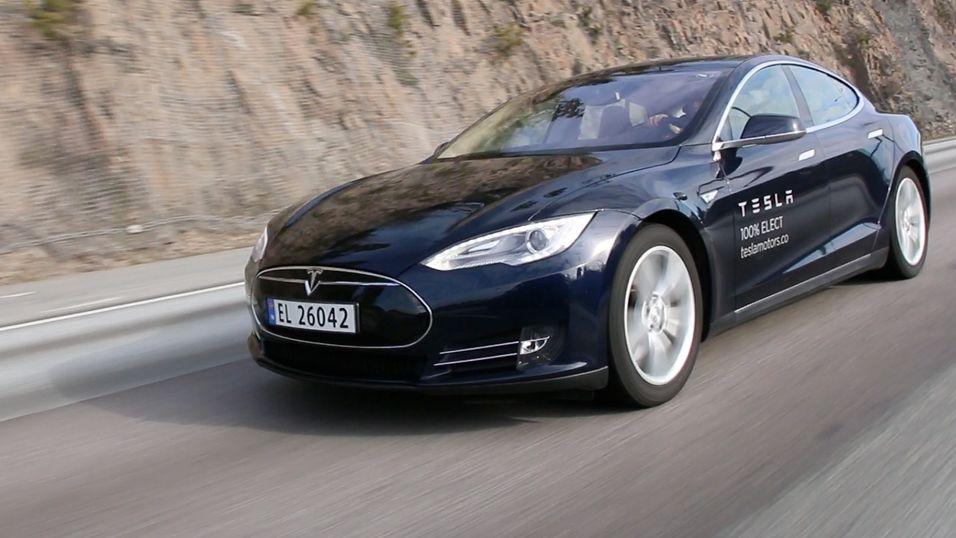Tesla Model S får snart ny oppdatering.