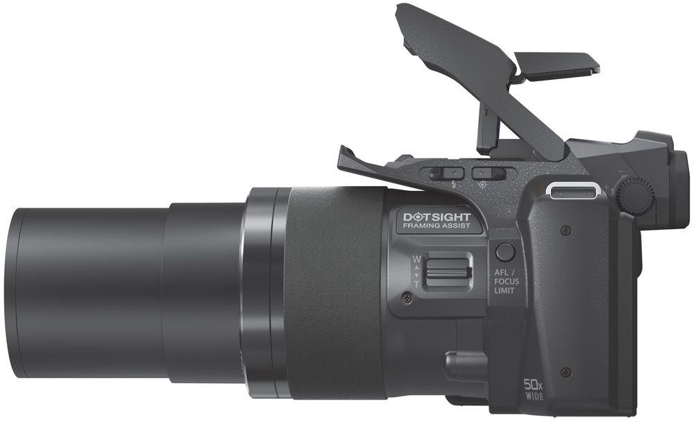 Kraftig zoom betyr forlenget objektiv. Det er ingen tvil om at Olympus SP-100EE er en superzoom.