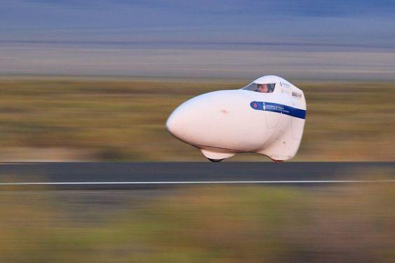 Vortex, en tidlig prototype, skiller seg fra Eta blant annet ved at føreren kikket ut av en frontrute. I nyere versjoner er designet endret for å minske luftmotstanden.
