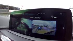 GoPro-bildet vises på bilens egen skjerm.