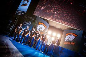 Virtus.pro vant EMS One Katowice.