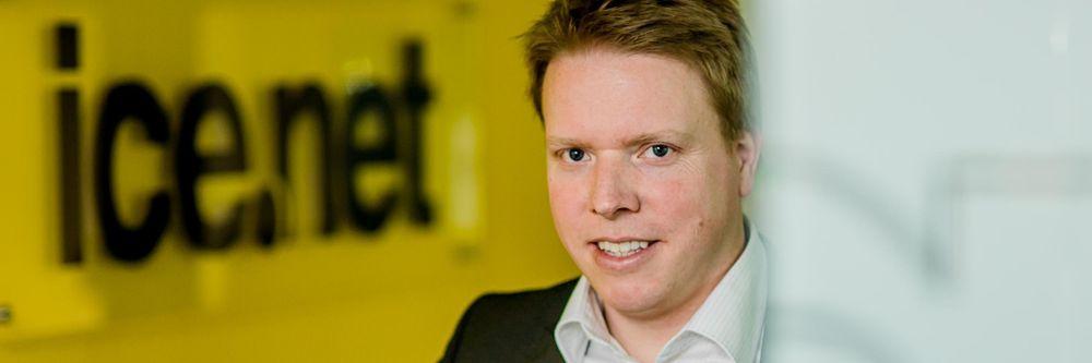 Ice-sjef Eivind Helgaker vil fortere havne i en posisjon som aggressiv konkurrent i mobilmarkedet ved kjøpet av Tele2s basestasjoner og tilgang til rimelig nasjonal gjesting, mener Oslo Economics.