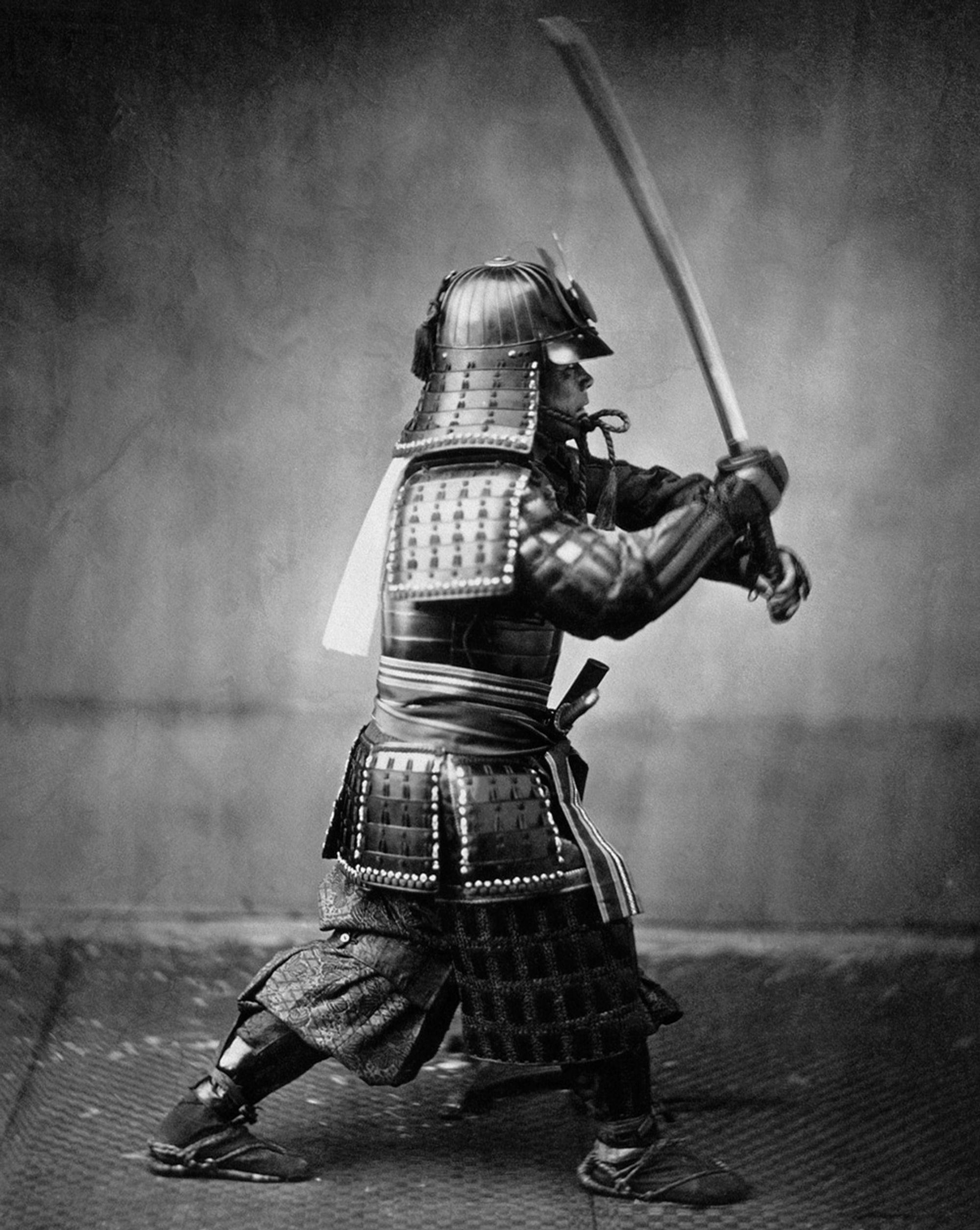 Et kollodiumsfotografi av en samurai i rustning, datert til rundt 1860. Kvaliteten er betydelig bedre enn på kalotypiet over.