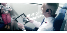 Headbones er tilkoblet via bluetooth.