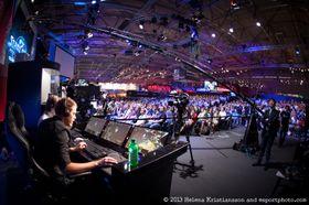 Det kan være du som sitter i kommentatorstolen på våre kommende arrangementer i Norge. Dette bildet er hentet fra en StarCraft II-turnering ESL arrangerte i Köln i august i fjor.