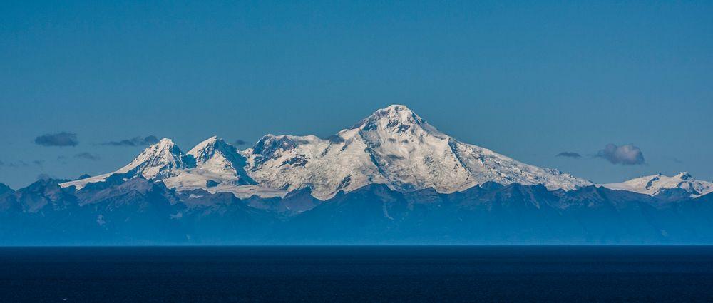 Mt. Iliamna, Alaska. Et stort fjell til en stor print.