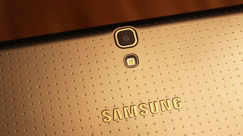 Samsungs heftigste nettbrett har fått deler av designen fra Galaxy S5.
