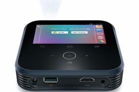 På toppen har ZTE LivePro en fire tommer stor skjerm, som kjører Android 4.2.