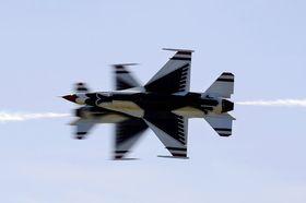 Flyene passerer hverandre ofte svært nærme.